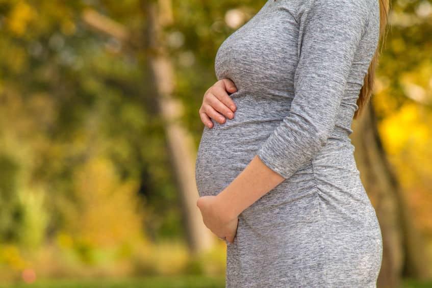 الأم في رابع عشر أسبوع من الحمل