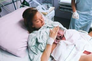 المشيمة العالقة عدم خروج المشيمة العالقة بعد الولادة