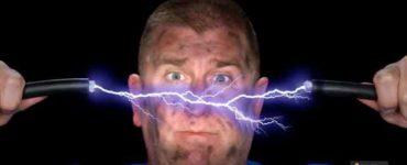 كيف تتجنب خطر الصعق بالكهرباء