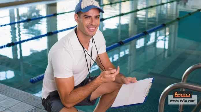 مدرب السباحة