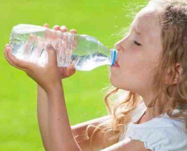 تعودي طفلكِ على شرب الماء