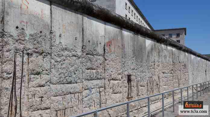 سور استخدم في الفصل السياسي لإحدى المدن بعد الحرب العالمية الثانية، انهار في 1989 ليؤذن بنهاية الانقسام.