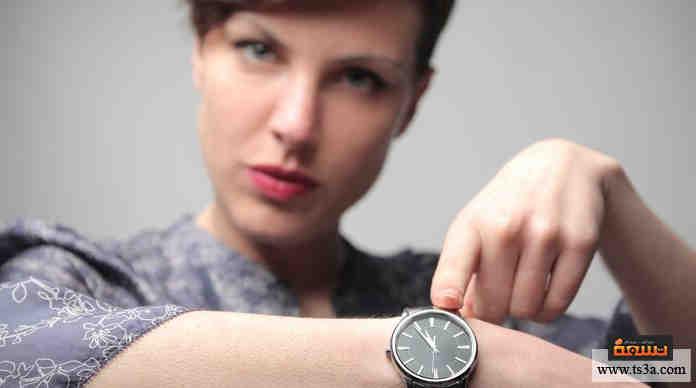إذا اكتشفت أن ساعتك متقدمة أو متأخرة بضعة دقائق، فإنك ...