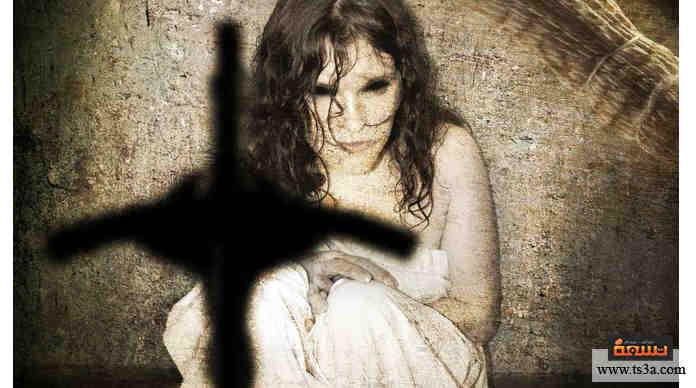 فيلم رعب كلاسيكي شهير جدًا، أنتج عام 1973 ويصور فتاة تعاني من مس شيطاني يحاول قس مساعدتها في التخلص منه: