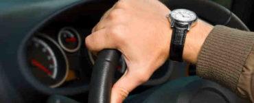 آلام الذراع عند القيادة