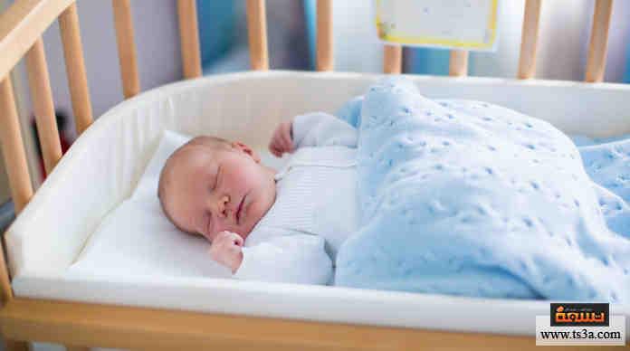 نوم الطفل في غرفته