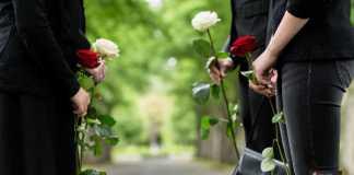 زيارة القبور في العيد