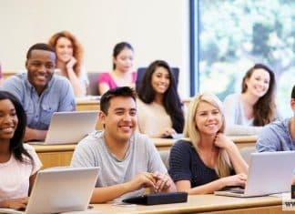 كلية اللغات