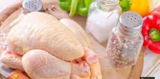 غسل الدجاج النيء