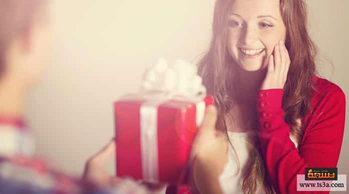 هدية رومانسية كيف تختار هدية رومانسية للزوجة؟