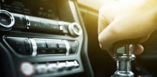 السيارة العادية والأوتوماتيك