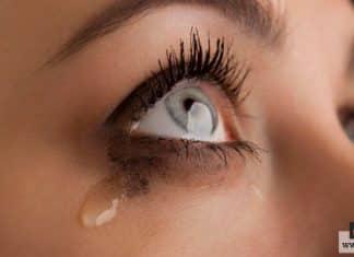 البكاء في المواقف الحزينة