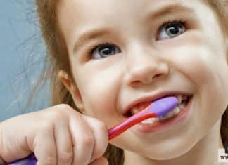 تنظيف أسنان الطفل