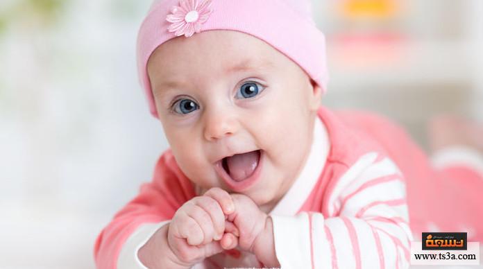 تنظيف فم الطفل طريقة تنظيف لسان المولود من الحليب