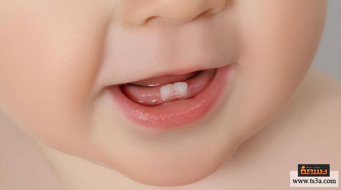 تنظيف فم الطفل