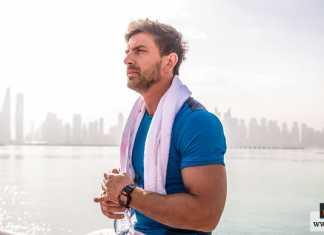 إبراز العضلات بالملابس