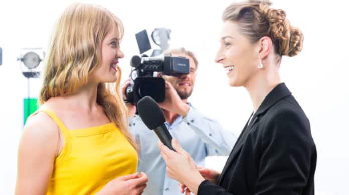 مراسل تلفزيوني مهام المراسل الصحفي