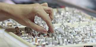 بيع المشغولات الفضية
