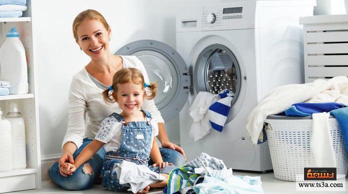 ربة منزل تنظيف الملابس