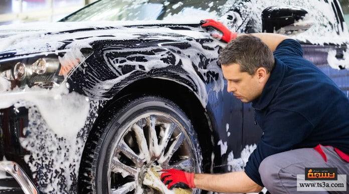 إزالة ملصقات السيارات إزالة ملصقات السيارات المحتوية على الصمغ