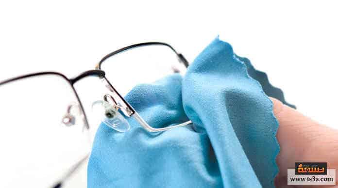 تنظيف عدسات النظارة