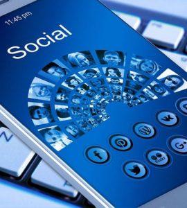 استخدام مواقع التواصل الاجتماعي
